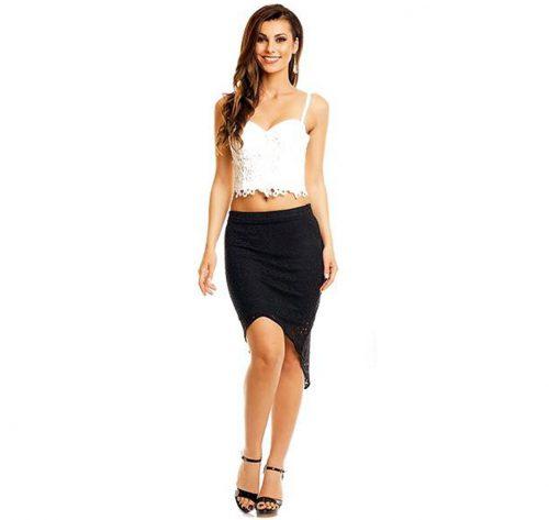 Outfit con falda asimétrica de encaje