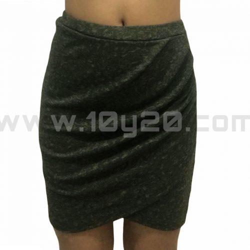 vista frontal de mini falda cruzada jaspeada verde