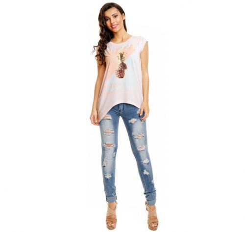 Outfit con camiseta asimétrica piña