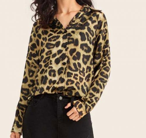 vista frontal de camisa animal print leopardo camel
