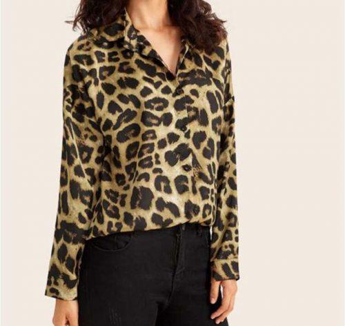 vista lateral de camisa animal print leopardo camel