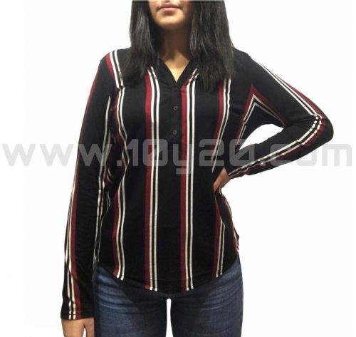 vista frontal de camiseta de rayas negra
