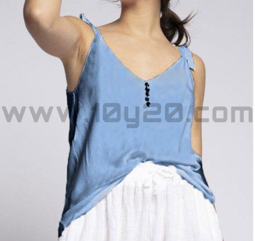 vista frontal de blusa azul de tirantes